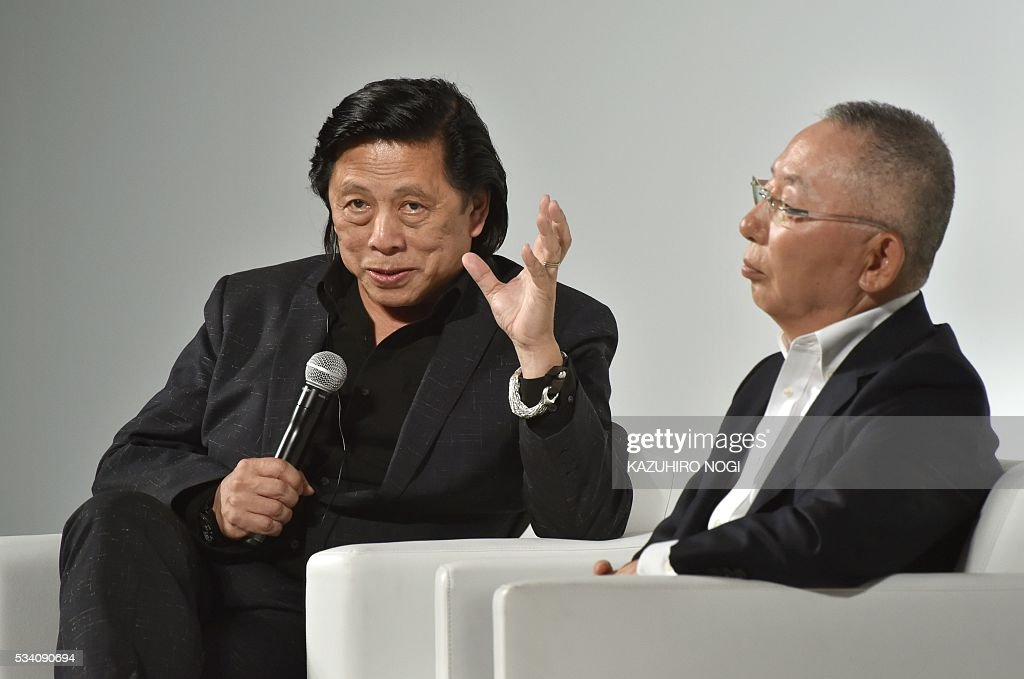 John Jay (L), Fast Retailing president of global creative, speaks as Tadashi Yanai (R), the president and CEO of Fast Retailing, the parent company of Japanese casual clothing chain Uniqlo, looks on during the UNIQLO 2016 fall-winter press preview in Tokyo on May 25, 2016. / AFP / KAZUHIRO