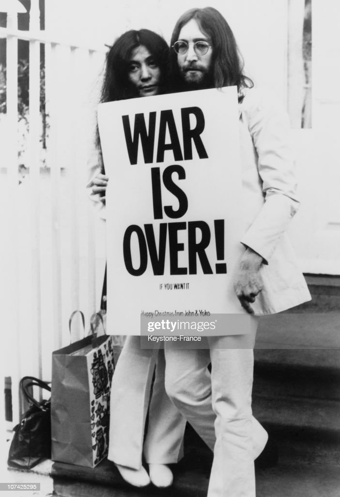 <a gi-track='captionPersonalityLinkClicked' href=/galleries/search?phrase=John+Lennon&family=editorial&specificpeople=91242 ng-click='$event.stopPropagation()'>John Lennon</a> and <a gi-track='captionPersonalityLinkClicked' href=/galleries/search?phrase=Yoko+Ono&family=editorial&specificpeople=202054 ng-click='$event.stopPropagation()'>Yoko Ono</a> pose on the steps of the Apple building in London, holding one of the posters that they distributed to the world's major cities as part of a peace campaign protesting against the Vietnam War, December 1969.