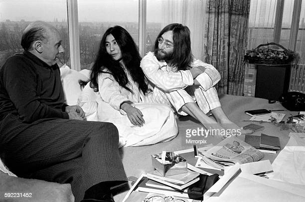 John Lennon and Yoko talking to Donald Zec about their seven day event at the Amsterdam Hilton Hotel March 1969 Z03078006