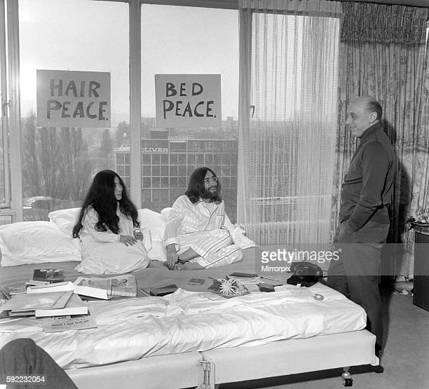 John Lennon and Yoko talking to Donald Zec about their seven day event at the Amsterdam Hilton Hotel March 1969 Z03078002