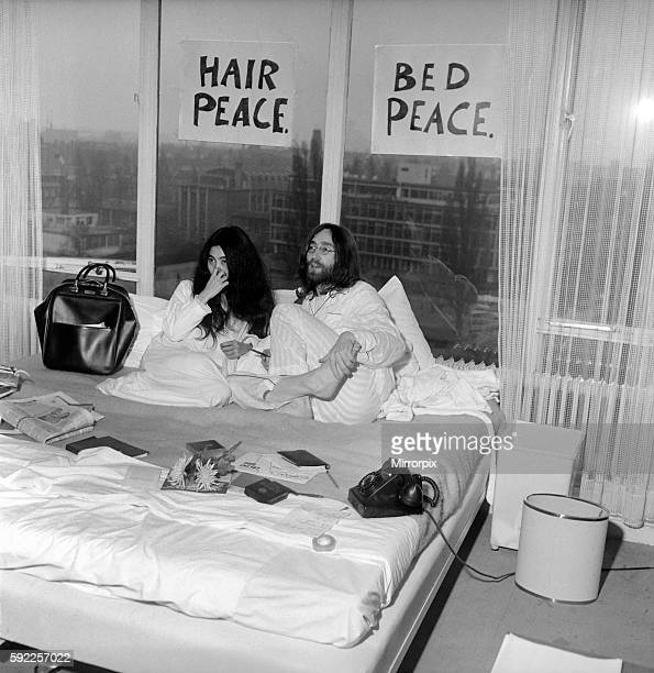 John Lennon and Yoko talking to Donald Zec about their seven day event at the Amsterdam Hilton Hotel March 1969 Z03078001