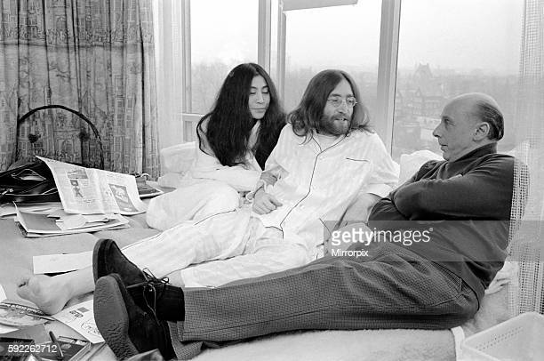 John Lennon and Yoko talking to Donald Zec about their seven day event at the Amsterdam Hilton Hotel March 1969 Z03078005