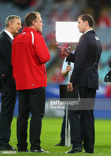 John Longmire coach of the Swans speaks to former team mate Wayne Carey before the round eight AFL match between the Sydney Swans and the Hawthorn...