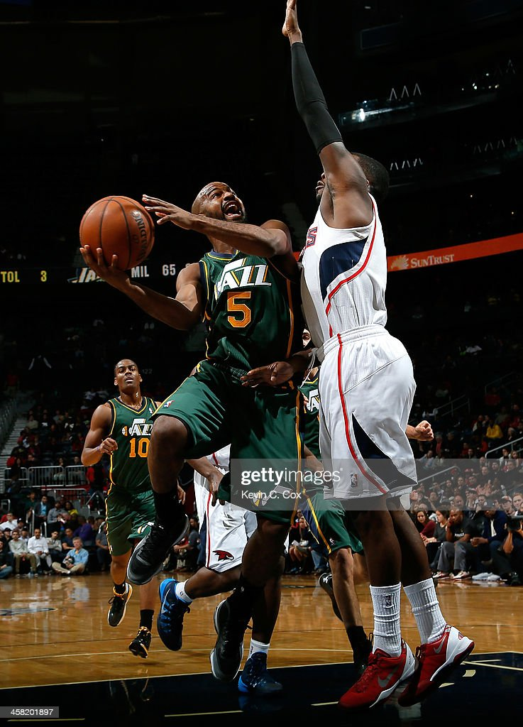 <a gi-track='captionPersonalityLinkClicked' href=/galleries/search?phrase=John+Lucas+III&family=editorial&specificpeople=784337 ng-click='$event.stopPropagation()'>John Lucas III</a> #5 of the Utah Jazz drives against <a gi-track='captionPersonalityLinkClicked' href=/galleries/search?phrase=Shelvin+Mack&family=editorial&specificpeople=5767272 ng-click='$event.stopPropagation()'>Shelvin Mack</a> #8 of the Atlanta Hawks at Philips Arena on December 20, 2013 in Atlanta, Georgia.