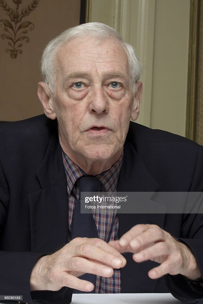 john mahoney net worth