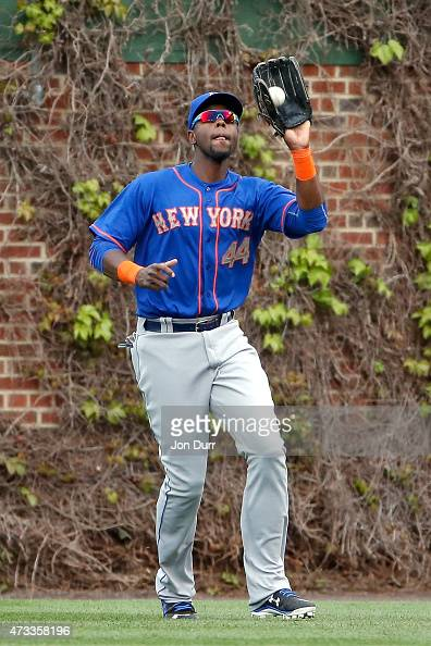 John Mayberry Jr #44 of the New York Mets makes a catch for an out against the Chicago Cubs during the eighth inning on May 14 2015 at Wrigley Field...
