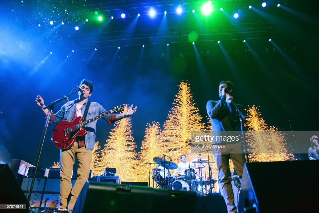 <a gi-track='captionPersonalityLinkClicked' href=/galleries/search?phrase=John+Mayer&family=editorial&specificpeople=201930 ng-click='$event.stopPropagation()'>John Mayer</a> (L) and <a gi-track='captionPersonalityLinkClicked' href=/galleries/search?phrase=Phillip+Phillips&family=editorial&specificpeople=1651494 ng-click='$event.stopPropagation()'>Phillip Phillips</a> perform at Barclays Center of Brooklyn on December 17, 2013 in New York City.