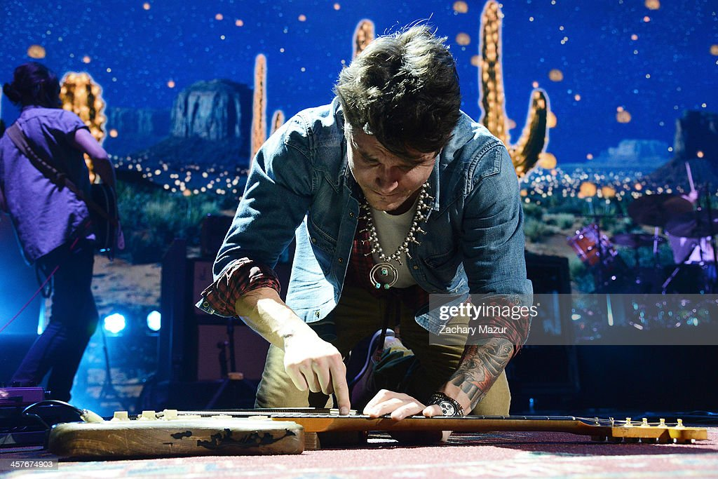 <a gi-track='captionPersonalityLinkClicked' href=/galleries/search?phrase=John+Mayer&family=editorial&specificpeople=201930 ng-click='$event.stopPropagation()'>John Mayer</a> performs at Barclays Center of Brooklyn on December 17, 2013 in New York City.