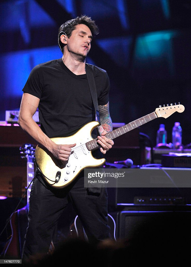 John Mayer performs at Beacon Theatre on November 17, 2009 in New York City.
