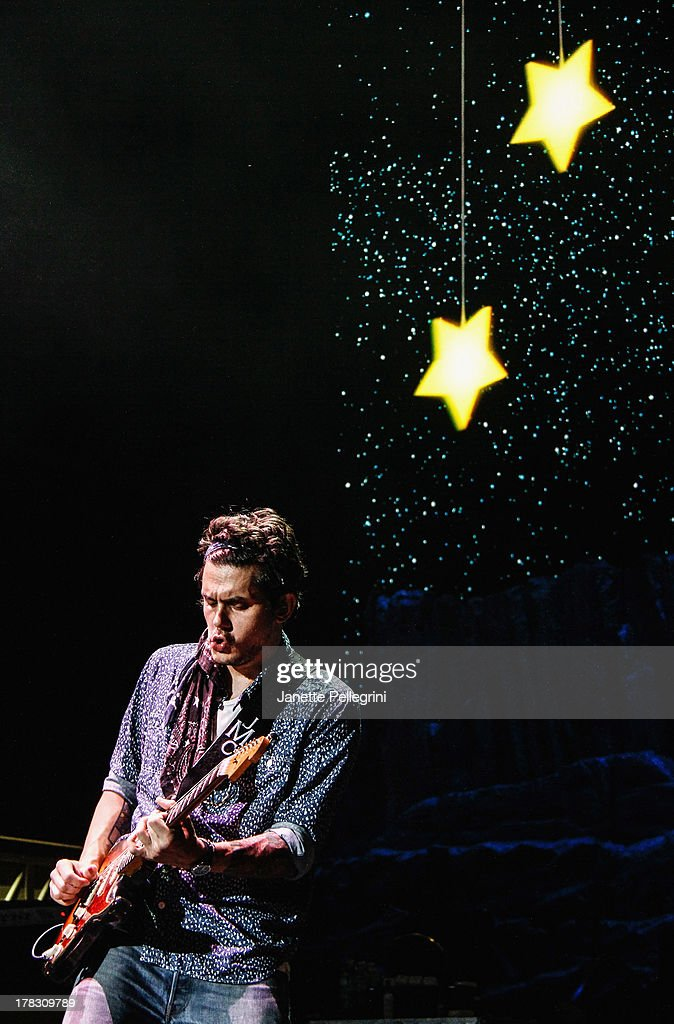 <a gi-track='captionPersonalityLinkClicked' href=/galleries/search?phrase=John+Mayer&family=editorial&specificpeople=201930 ng-click='$event.stopPropagation()'>John Mayer</a> performs at Nikon at Jones Beach Theater on August 28, 2013 in Wantagh, New York.