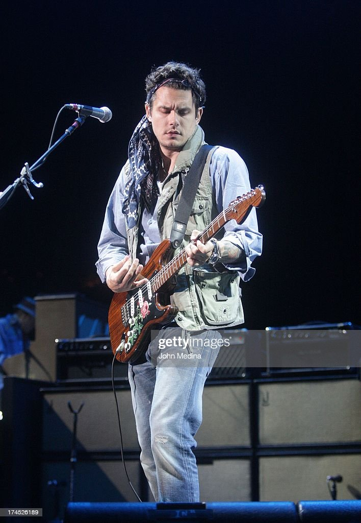 <a gi-track='captionPersonalityLinkClicked' href=/galleries/search?phrase=John+Mayer&family=editorial&specificpeople=201930 ng-click='$event.stopPropagation()'>John Mayer</a> performs at Shoreline Amphitheatre on July 26, 2013 in Mountain View, California.