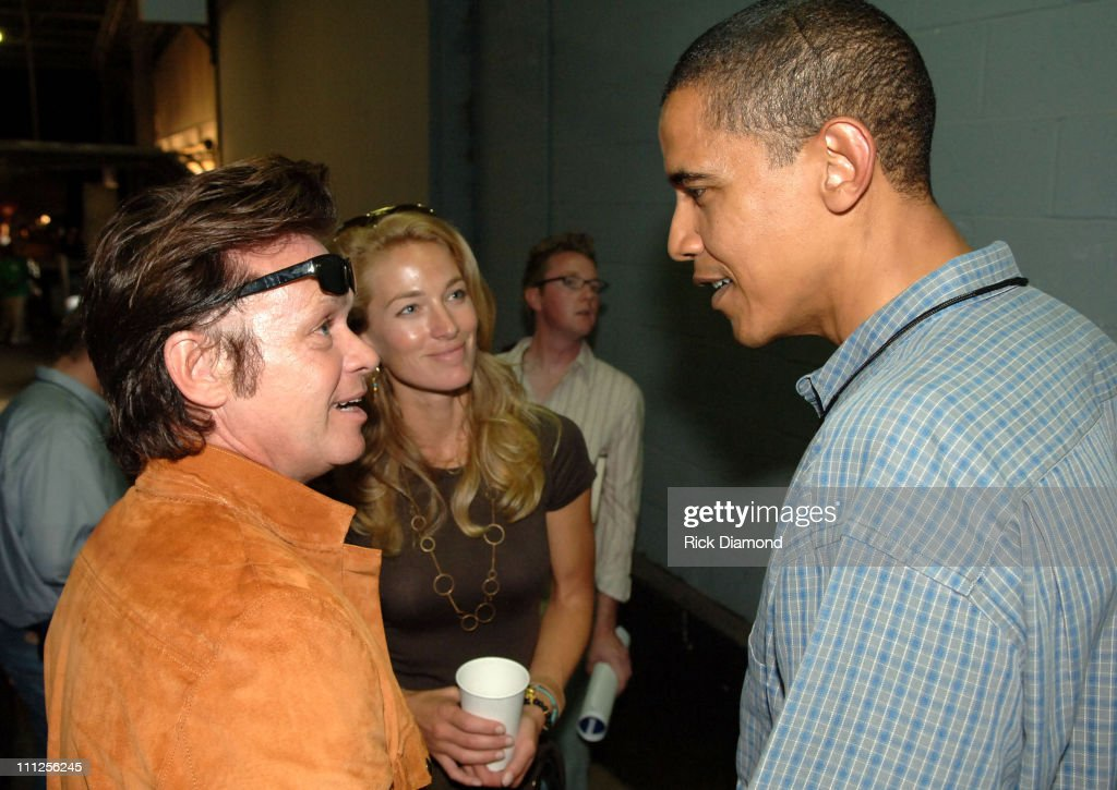 John Mellencamp, Elaine Mellencamp and Senator <a gi-track='captionPersonalityLinkClicked' href=/galleries/search?phrase=Barack+Obama&family=editorial&specificpeople=203260 ng-click='$event.stopPropagation()'>Barack Obama</a>
