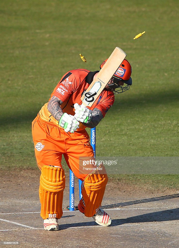 <a gi-track='captionPersonalityLinkClicked' href=/galleries/search?phrase=John+Mooney+-+Cricketspieler&family=editorial&specificpeople=14310914 ng-click='$event.stopPropagation()'>John Mooney</a> of Virgo is bowled out during the Oxigen Masters Champions League match between Virgo Super Kings and Capricorn Commanders on February 7, 2016 in Sharjah, United Arab Emirates.