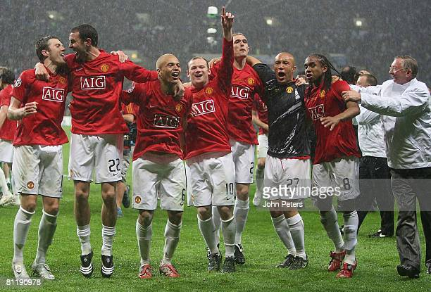 John O'Shea Michael Carrick Wes Brown Wayne Rooney Darren Fletcher Mikael Silvestre Anderson and Sir Alex Ferguson of Manchester United celebrate...
