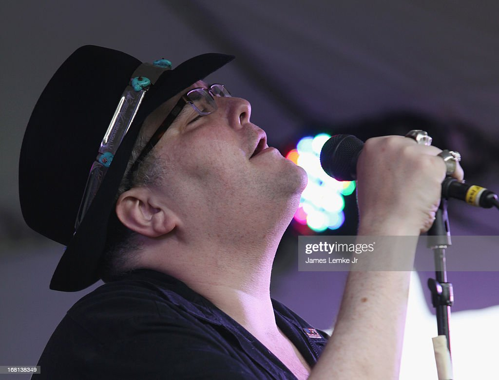 <a gi-track='captionPersonalityLinkClicked' href=/galleries/search?phrase=John+Popper&family=editorial&specificpeople=1523132 ng-click='$event.stopPropagation()'>John Popper</a> attends Adam Carolla's Cinco De Mangria party benefiting Children's Hospital Los Angeles on May 5, 2013 in Malibu, California.