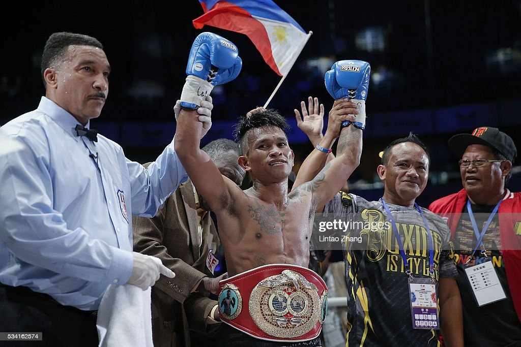 John riel Casimero (C) of Philippines celebrates after victory over Amnat Ruenroeng of Thailand during the IBF World Boxing Championship at Beijing Olympic park diamond stadium on May 25, 2016 in Beijing, China.