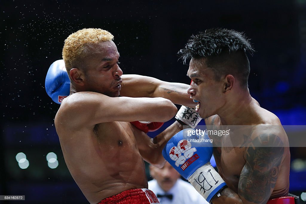 John riel Casimero (R) of Philippines punches <a gi-track='captionPersonalityLinkClicked' href=/galleries/search?phrase=Amnat+Ruenroeng&family=editorial&specificpeople=4607245 ng-click='$event.stopPropagation()'>Amnat Ruenroeng</a> of Thailand in the head during their IBF World Boxing Championship at Beijing Olympic park diamond stadium on May 25, 2016 in Beijing, China.