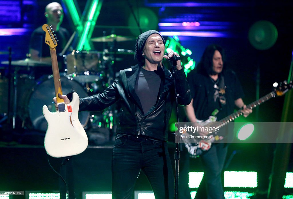 <a gi-track='captionPersonalityLinkClicked' href=/galleries/search?phrase=John+Rzeznik&family=editorial&specificpeople=220876 ng-click='$event.stopPropagation()'>John Rzeznik</a> (L) and <a gi-track='captionPersonalityLinkClicked' href=/galleries/search?phrase=Robby+Takac&family=editorial&specificpeople=778886 ng-click='$event.stopPropagation()'>Robby Takac</a> of the band Goo Goo Dolls perform during VH1's 'Super Bowl Blitz: Six Nights + Six Concerts' at St. George Theatre on January 31, 2014 in the Staten Island borough of New York City.
