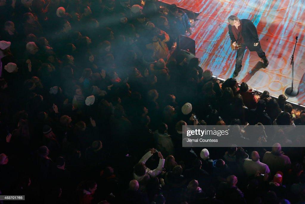 John Rzeznik and the Goo Goo Dolls perform during 81st Annual Rockefeller Center Christmas Tree Lighting Ceremony at Rockefeller Center on December 4, 2013 in New York City.