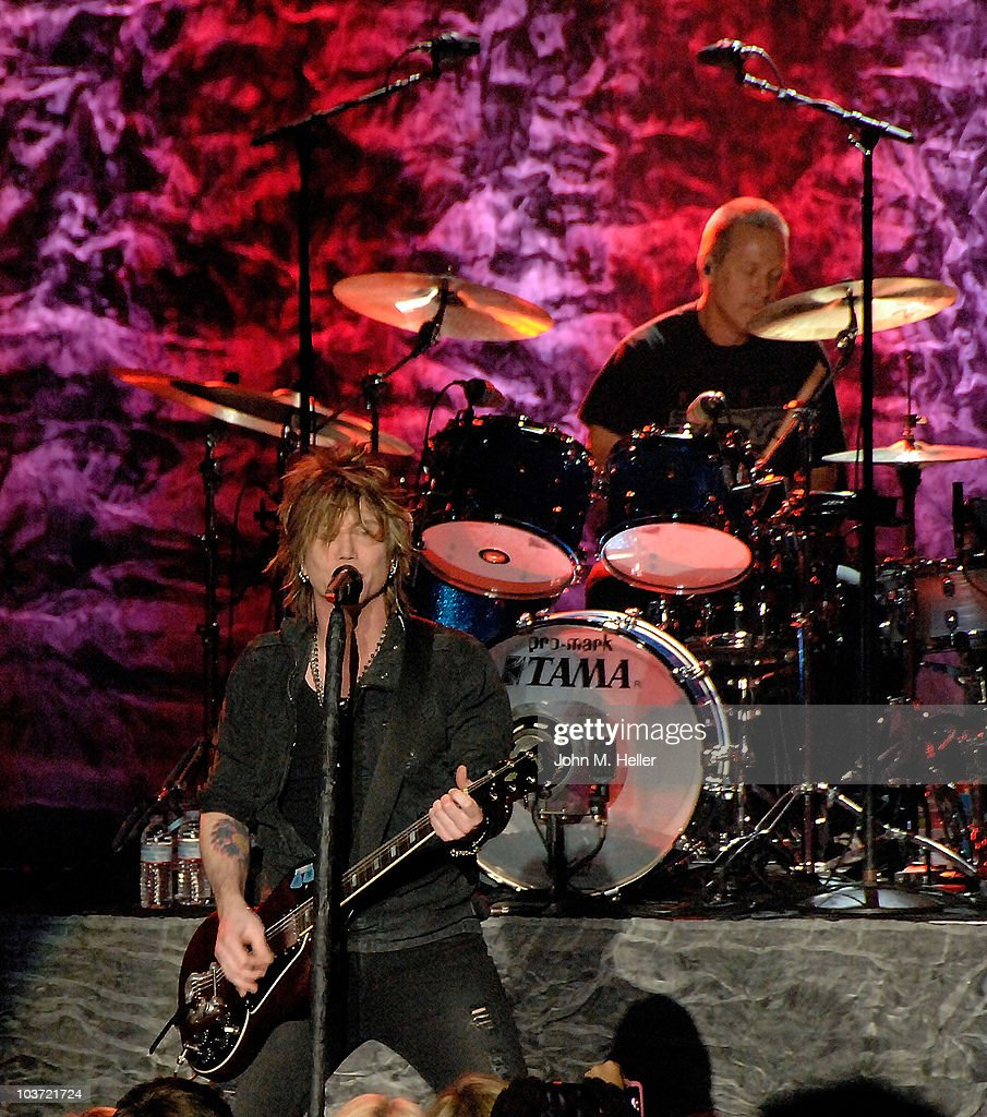 John Rzeznik lead singer of the Goo Goo Dolls and Drummer Mike Malinin perform at the Greek Theater on August 29, 2010 in Los Angeles, California.