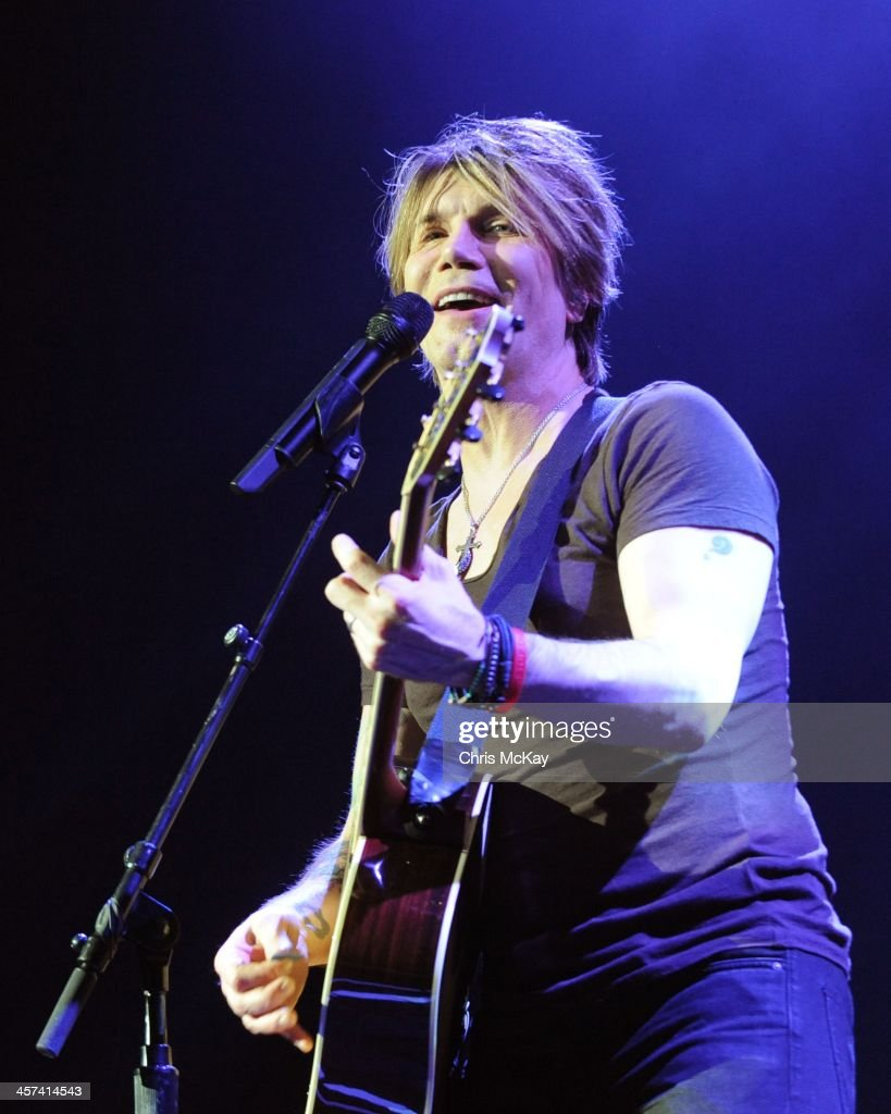 John Rzeznik of Goo Goo Dolls performs during the 2013 Star 94 Jingle Jam at Arena at Gwinnett Center on December 16, 2013 in Duluth, Georgia.