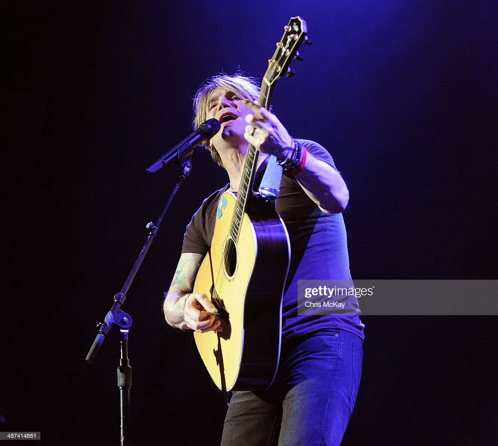 <a gi-track='captionPersonalityLinkClicked' href=/galleries/search?phrase=John+Rzeznik&family=editorial&specificpeople=220876 ng-click='$event.stopPropagation()'>John Rzeznik</a> of Goo Goo Dolls performs during the 2013 Star 94 Jingle Jam at Arena at Gwinnett Center on December 16, 2013 in Duluth, Georgia.