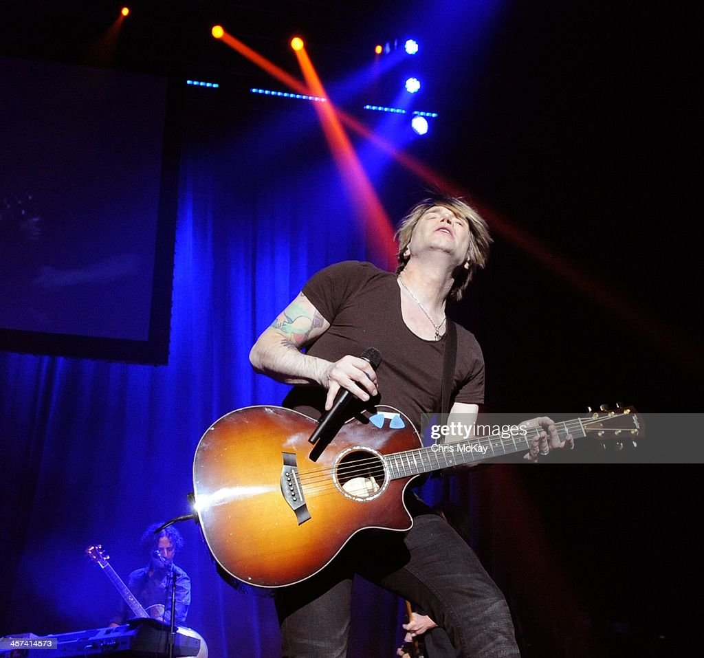 John Rzeznik of Goo Goo Dolls performs during the 2013 Star 94 Jingle Jam at Arena at Gwinnett Center on December 16, 2013 in Duluth, Georgia.