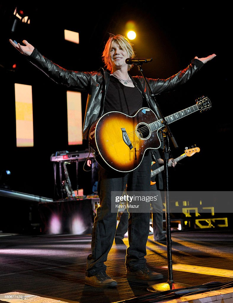 <a gi-track='captionPersonalityLinkClicked' href=/galleries/search?phrase=John+Rzeznik&family=editorial&specificpeople=220876 ng-click='$event.stopPropagation()'>John Rzeznik</a> of Goo Goo Dolls performs onstage at Nikon at Jones Beach Theater on June 14, 2014 in Wantagh, New York.