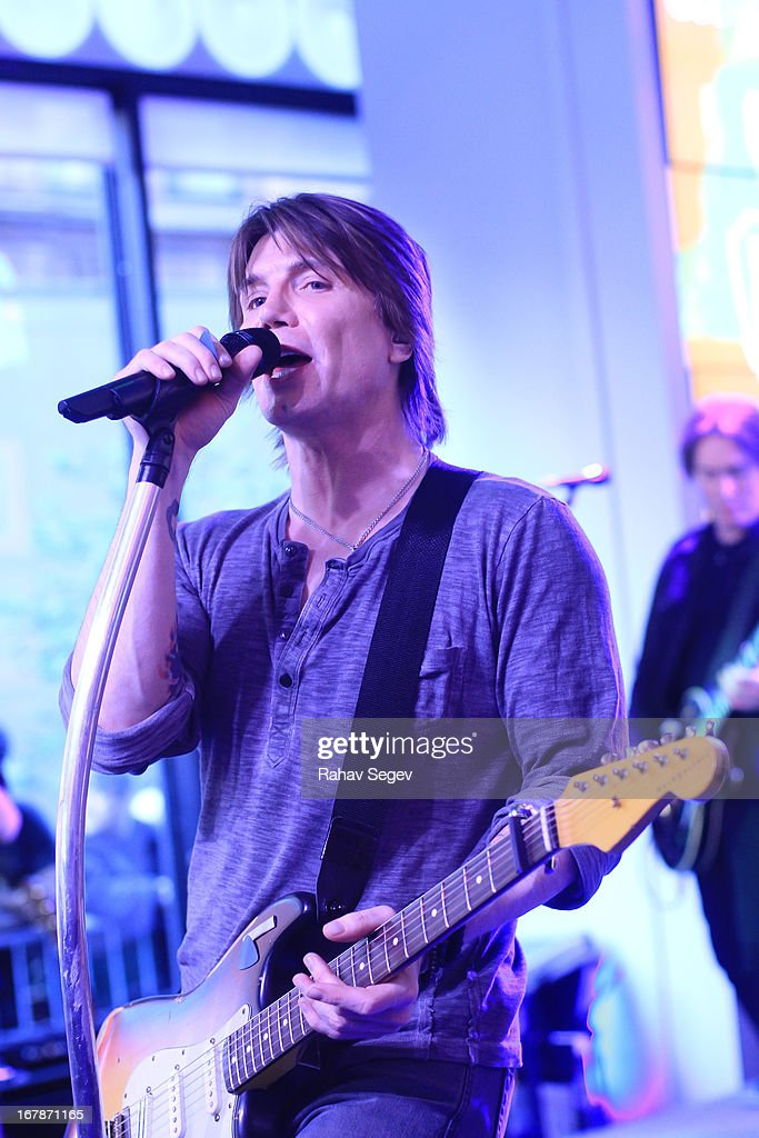 John Rzeznik of the Goo Goo Dolls band performs at the MLB Fan Cave on May 1, 2013 in New York City.