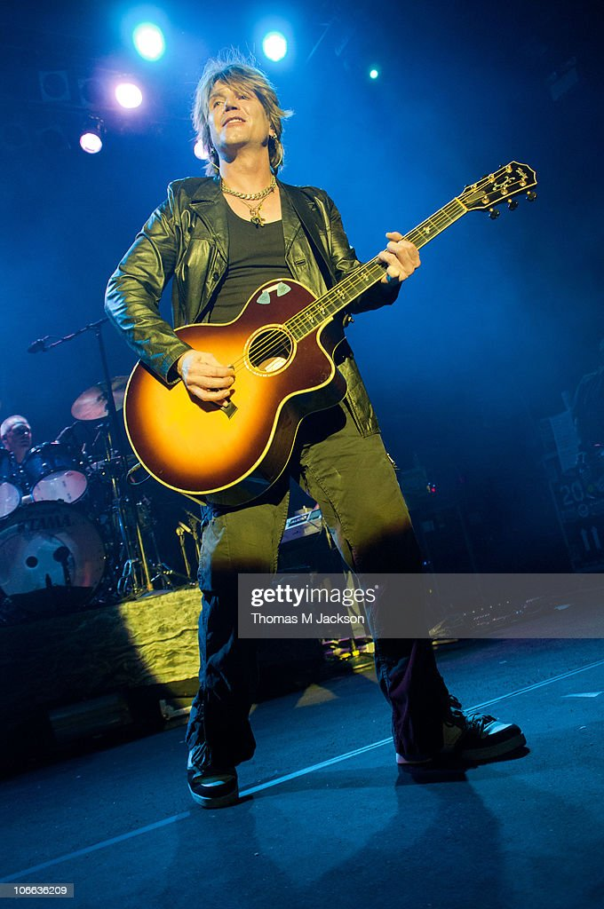 <a gi-track='captionPersonalityLinkClicked' href=/galleries/search?phrase=John+Rzeznik&family=editorial&specificpeople=220876 ng-click='$event.stopPropagation()'>John Rzeznik</a> of the Goo Goo Dolls performs on stage at O2 Academy on November 8, 2010 in Newcastle upon Tyne, England.
