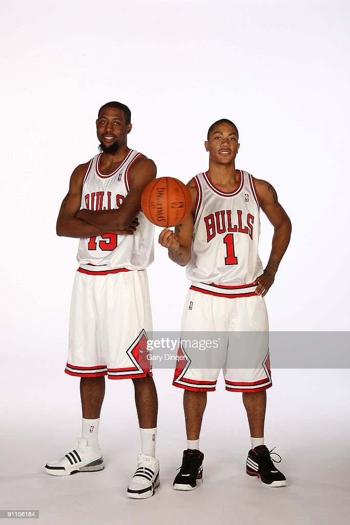¿Cuánto mide Derrick Rose? - Altura - Real height John-salmons-and-derrick-rose-of-the-chicago-bulls-pose-for-a-during-picture-id91156184