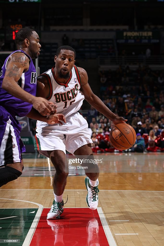 <a gi-track='captionPersonalityLinkClicked' href=/galleries/search?phrase=John+Salmons&family=editorial&specificpeople=202524 ng-click='$event.stopPropagation()'>John Salmons</a> #15 of the Milwakee Bucks moves the ball against the Sacramento Kings on on March 23, 2011 at the Bradley Center in Milwaukee, Wisconsin.