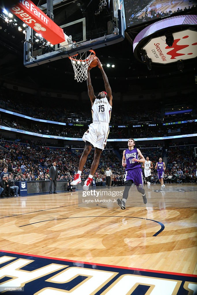 John Salmons of the New Orleans Pelicans goes to the basket against the Sacramento Kings on November 25 2014 at the Smoothie King Center in New...