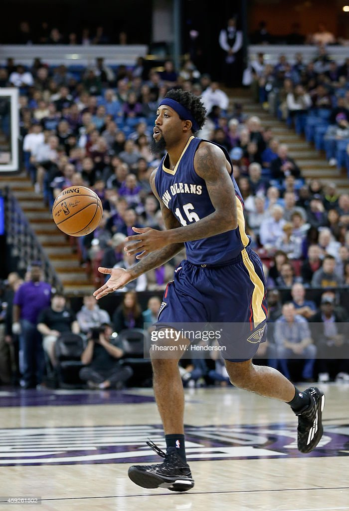 John Salmons of the New Orleans Pelicans passes the ball against the Sacramento Kings at Sleep Train Arena on November 18 2014 in Sacramento...