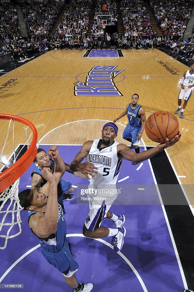 <a gi-track='captionPersonalityLinkClicked' href=/galleries/search?phrase=John+Salmons&family=editorial&specificpeople=202524 ng-click='$event.stopPropagation()'>John Salmons</a> #15 of the Sacramento Kings shoots the ball against the Minnesota Timberwolves on March 18, 2012 at Power Balance Pavilion in Sacramento, California.