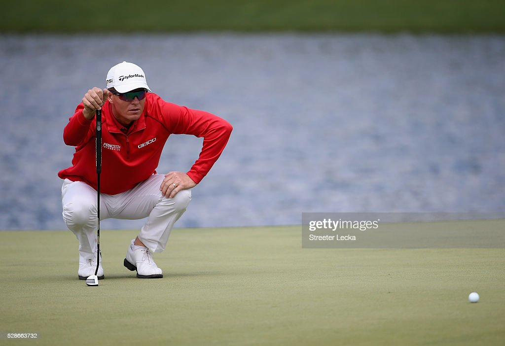 John Senden lines up a putt on the 16th hole during the second round of the 2016 Wells Fargo Championship at Quail Hollow Club on May 6, 2016 in Charlotte, North Carolina.