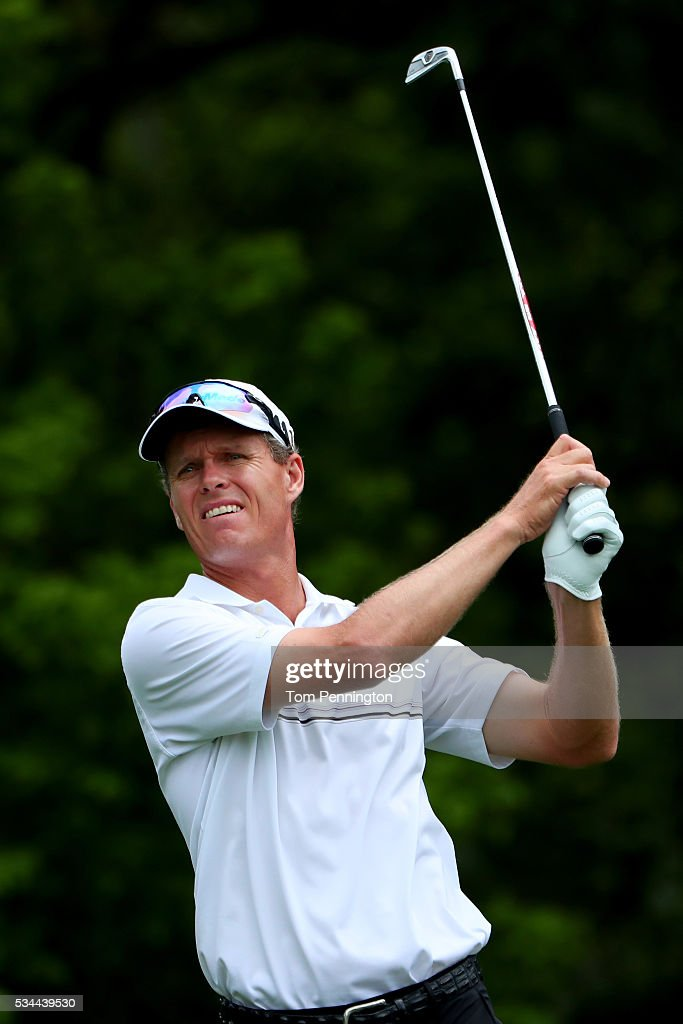 <a gi-track='captionPersonalityLinkClicked' href=/galleries/search?phrase=John+Senden&family=editorial&specificpeople=588020 ng-click='$event.stopPropagation()'>John Senden</a> of Australia plays his shot from the eighth tee during the First Round of the DEAN & DELUCA Invitational at Colonial Country Club on May 26, 2016 in Fort Worth, Texas.