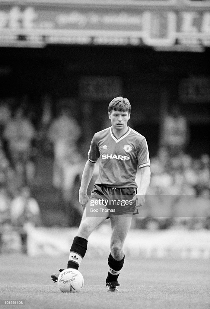 John Sivebaek of Manchester United in action against Leicester City in a Division One football match held at Filbert Street, Leicester on 7th September 1986. The match ended in a 1-1 draw. (Bob Thomas/Getty Images).