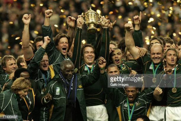John Smit of South Africa and the South Africa team joined by South African president Thabo Mbeki celebrate winning the IRB 2007 Rugby World Cup...