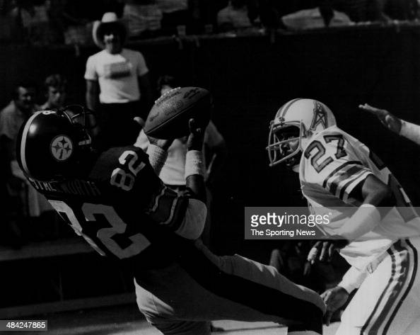 John Stallworth of the Pittsburgh Steelers catches the ball circa 1970s
