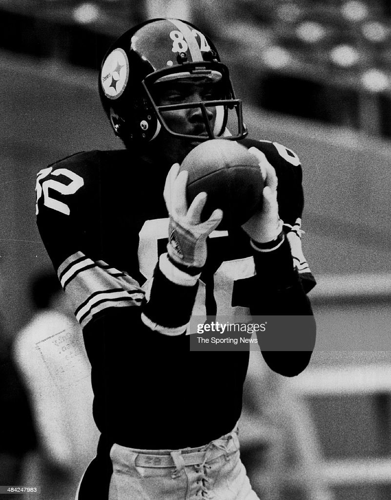 <a gi-track='captionPersonalityLinkClicked' href=/galleries/search?phrase=John+Stallworth&family=editorial&specificpeople=585421 ng-click='$event.stopPropagation()'>John Stallworth</a> of the Pittsburgh Steelers catches the ball circa 1970s.