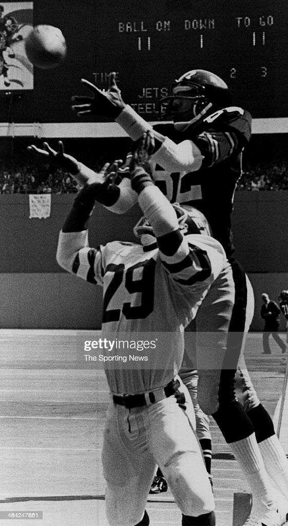 <a gi-track='captionPersonalityLinkClicked' href=/galleries/search?phrase=John+Stallworth&family=editorial&specificpeople=585421 ng-click='$event.stopPropagation()'>John Stallworth</a> of the Pittsburgh Steelers goes up for a catch circa 1970s.