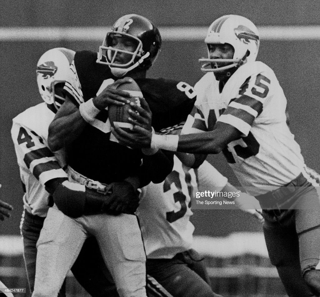 <a gi-track='captionPersonalityLinkClicked' href=/galleries/search?phrase=John+Stallworth&family=editorial&specificpeople=585421 ng-click='$event.stopPropagation()'>John Stallworth</a> of the Pittsburgh Steelers is tackled circa 1970s.