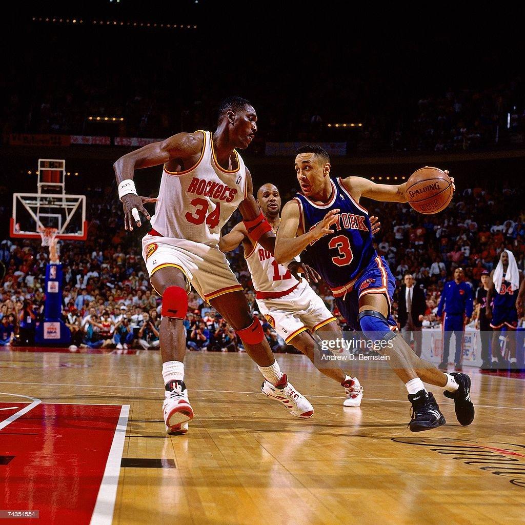 Ho houston rockets nba championship - Houston Rockets John Starks 3 Of The New York Knicks Dribbles Against Hakeem Olajuwon 34 Of