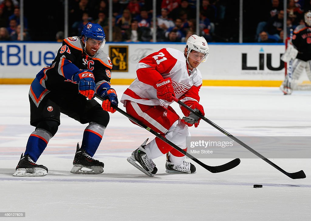 <a gi-track='captionPersonalityLinkClicked' href=/galleries/search?phrase=John+Tavares&family=editorial&specificpeople=601791 ng-click='$event.stopPropagation()'>John Tavares</a> #91 of the New York Islanders and <a gi-track='captionPersonalityLinkClicked' href=/galleries/search?phrase=Tomas+Tatar&family=editorial&specificpeople=5652303 ng-click='$event.stopPropagation()'>Tomas Tatar</a> #21 of the Detroit Red Wings battle for the puck at Nassau Veterans Memorial Coliseum on November 16, 2013 in Uniondale, New York. Islanders defeated the Red Wings 5-4 in a shootout.