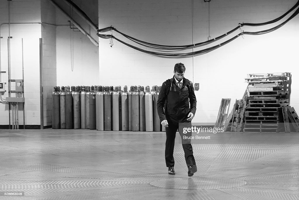 John Tavares #91 of the New York Islanders arrives for the game against the Tampa Bay Lightning in Game Four of the Eastern Conference Second Round during the 2016 NHL Stanley Cup Playoffs at the Barclays Center on May 06, 2016 in the Brooklyn borough of New York City.