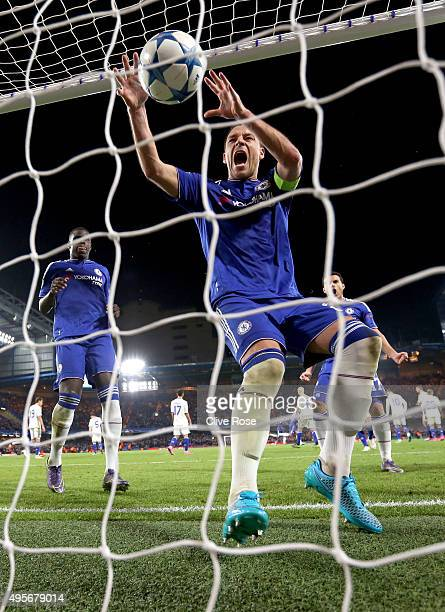 John Terry of Chelsea celebrates the goal of Willian of Chelsea during the UEFA Champions League Group G match between Chelsea FC and FC Dynamo Kyiv...
