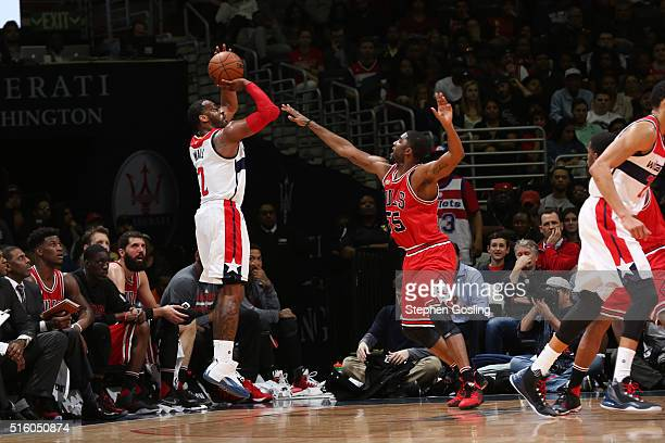 John Wall of the Washington Wizards shots against the Chicago Bulls during the game on March 16 2016 at Verizon Center in Washington District of...
