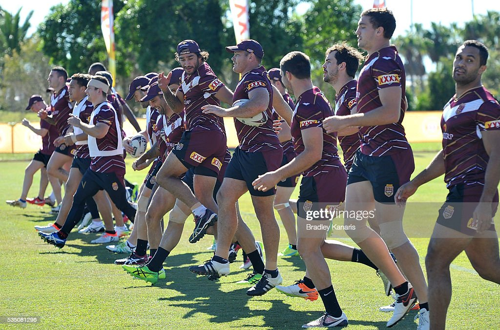 <a gi-track='captionPersonalityLinkClicked' href=/galleries/search?phrase=Johnathan+Thurston&family=editorial&specificpeople=233427 ng-click='$event.stopPropagation()'>Johnathan Thurston</a> and team mates warm up during a Queensland Maroons State of Origin training session on May 29, 2016 in Gold Coast, Australia.