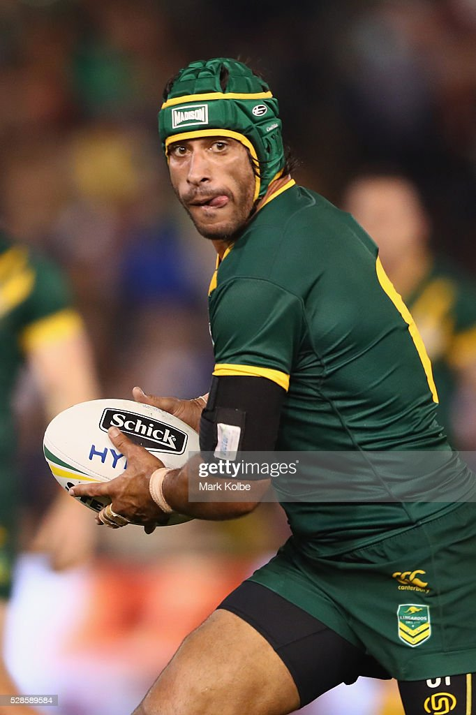 <a gi-track='captionPersonalityLinkClicked' href=/galleries/search?phrase=Johnathan+Thurston&family=editorial&specificpeople=233427 ng-click='$event.stopPropagation()'>Johnathan Thurston</a> of the Kangaroos runs the ball during the International Rugby League Trans Tasman Test match between the Australian Kangaroos and the New Zealand Kiwis at Hunter Stadium on May 6, 2016 in Newcastle, Australia.
